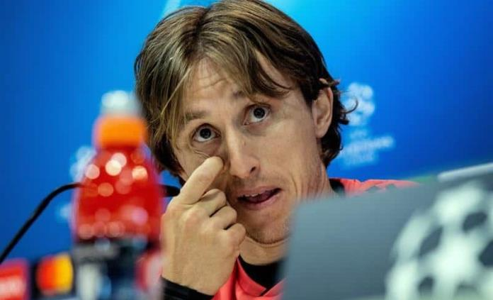 Mediocampista Luka Modric sufre una lesión muscular