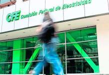 AMLO acusa a Ochoa Reza de contratos dañinos en CFE