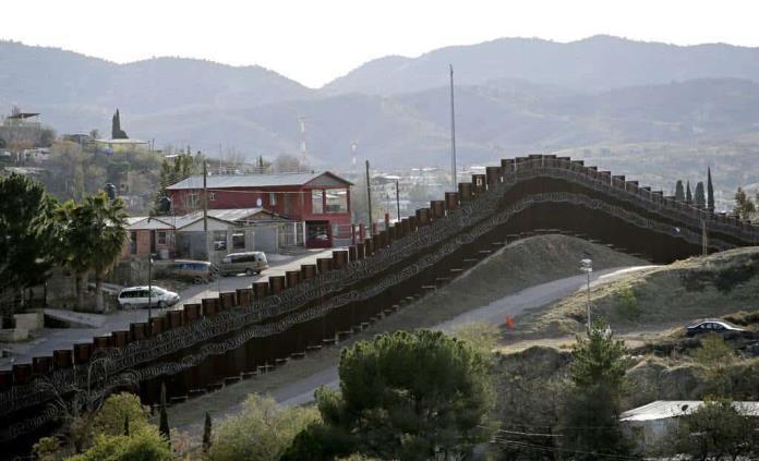 Encuentran cadáver de niña en frontera de EEUU con México