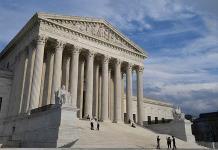 Corte de EEUU permite negar green card a migrantes que pidan asistencia pública