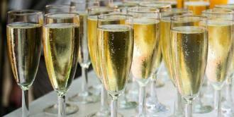 Champagne ya se bebe más fuera de Francia y cada vez más lejos