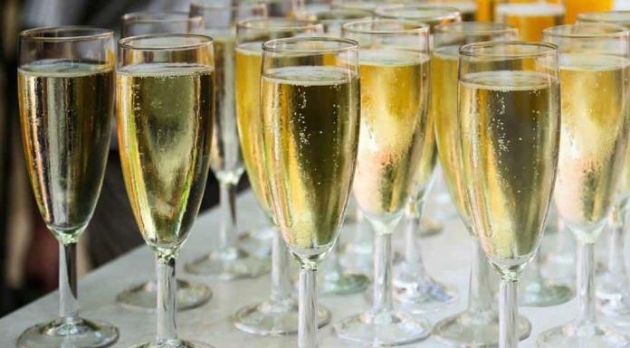 Champagne ya se bebe más fuera de Francia y cada vez más lejos'>