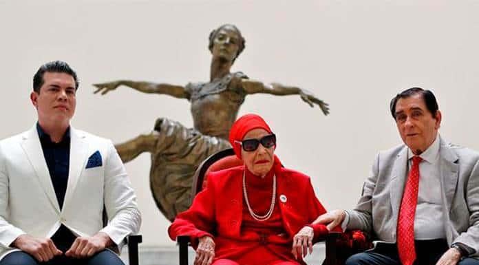 La icónica bailarina Alicia Alonso recibe homenaje en Cuba'>