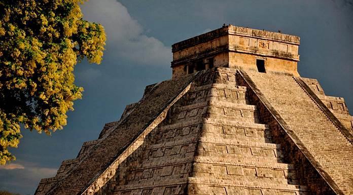 Descenso de Kukulcán, fenómeno arqueoastronómico que cautiva al mundo'>