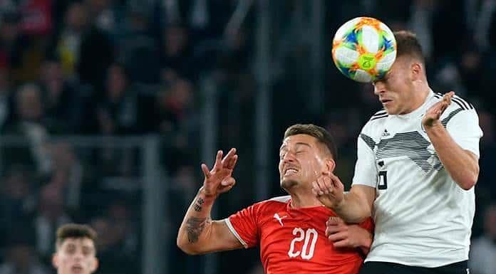 Alemania rescata el empate ante Serbia'>