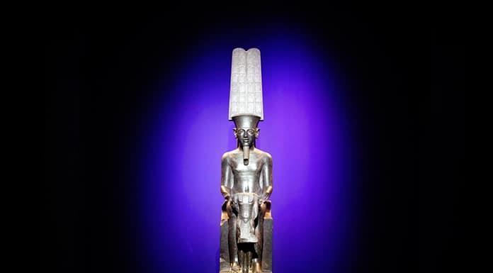 Exhiben en París tesoros de la tumba de Tutankamón'>