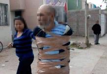 Vecinos retienen a presunto ladrón y lo amarran a un poste