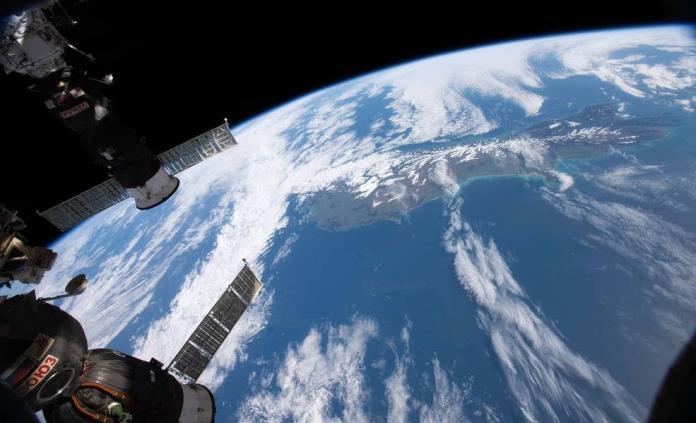 El astronauta Luca Parmitano entrega el mando de la Éstación Espacial al ruso Skripochka