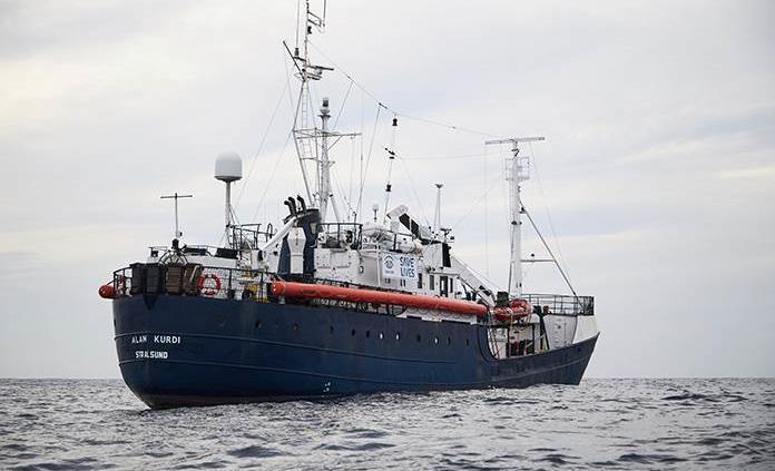 Salvini prohíbe entrar en aguas italianas a barco con 53 migrantes