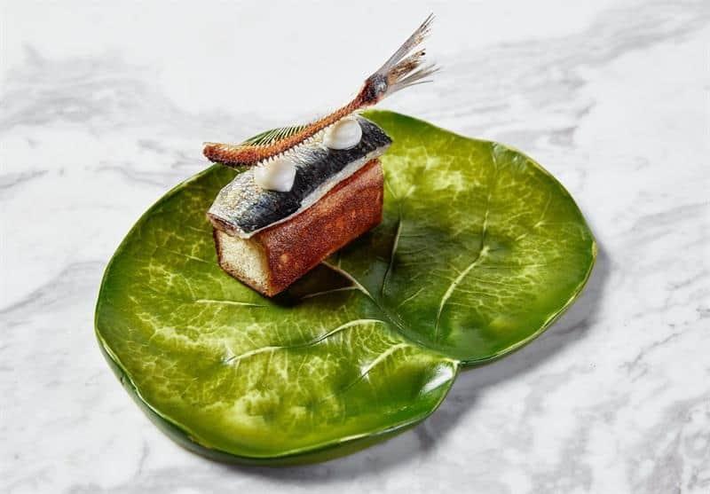 Un plato de pan con tomate y sardina, versión Sergio Barroso.