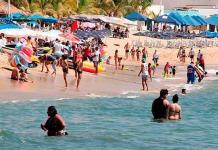 Tufo y contaminación no ahuyentan turismo en Acapulco