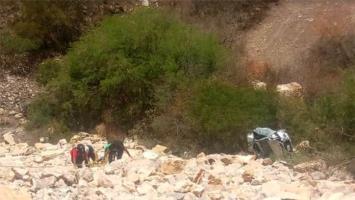 Cae vehículo de estudiantes a barranco en el tramo Rioverde-Rayón