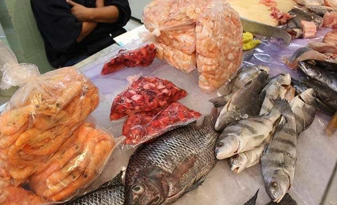 Detectan microplásticos en alimentos de consumo humano, según la FAO
