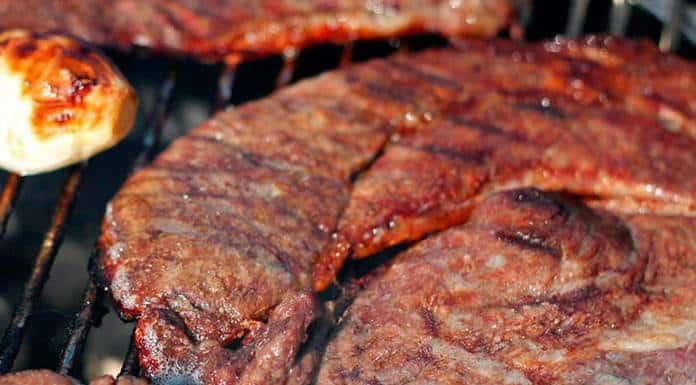 Cómo hacer carne a la parrilla en casa'>