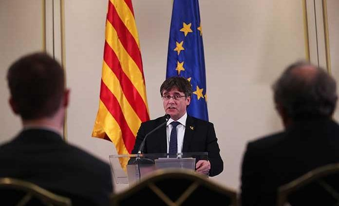 Prófugos catalanes deben recoger credenciales legislativas en España