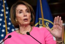 Trump defiende a Pelosi en lucha contra demócratas jóvenes