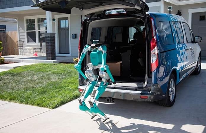 La última fase de los servicios de paquetería queda a cargo del robot.
