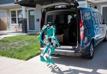 Desarrollan binomio robot-vehículo autónomo para paquetería