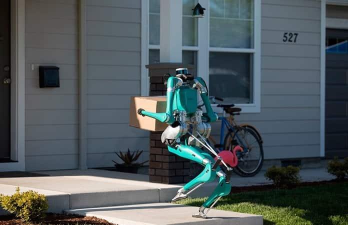 El robot se dobla y compacta en el vehículo una vez hecha la entrega.