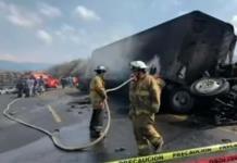 Tráiler choca con autobús en autopista Veracruz-Puebla; reportan varios muertos