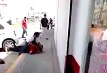 Hombre golpea a otro por patear a un perro en Michoacán