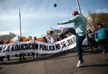 Profesores públicos chilenos cumplen casi un mes de paro