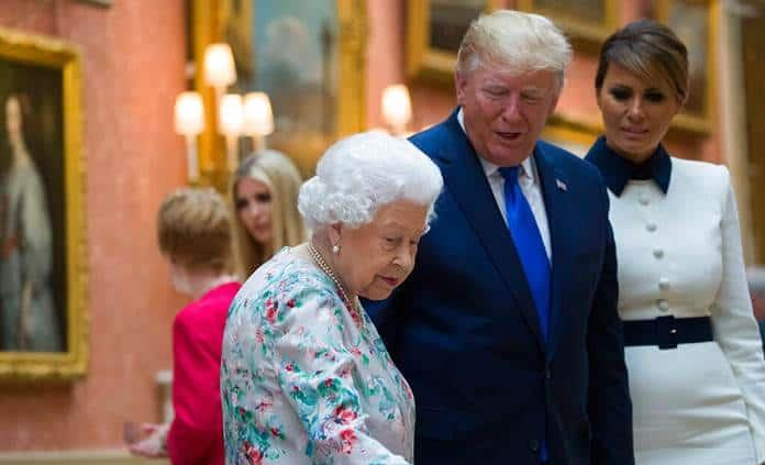 Trump se reúne con la reina Isabel II en Gran Bretaña