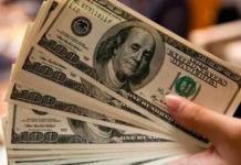Dólar cierra hasta en 19.36 pesos en bancos