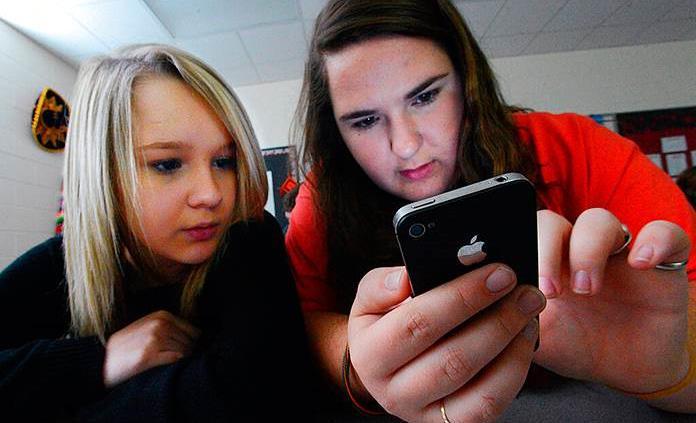 Teléfonos celulares estresan a estudiantes, según profesores