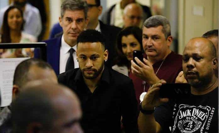 Presentan denuncia contra acusadora de Neymar por calumnia