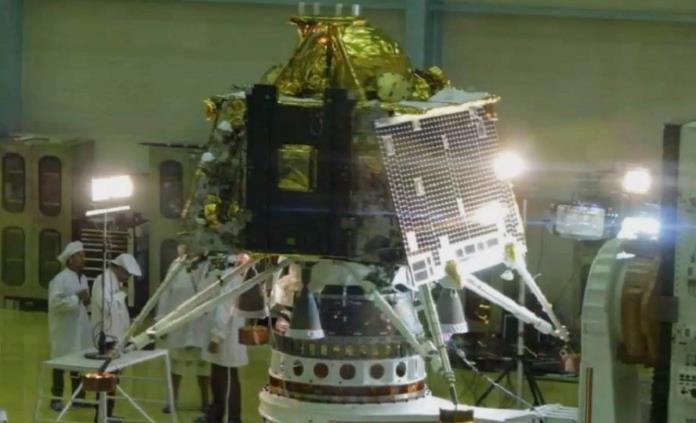 India presenta nueva nave espacial para su misión a la Luna en julio