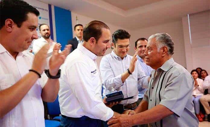 Líder nacional de AN premia trayectorias panistas en San Luis