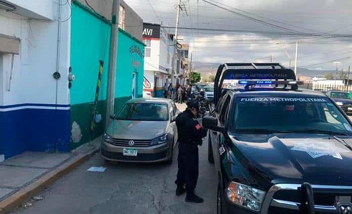 Policía balea a su vecino que la hostigaba