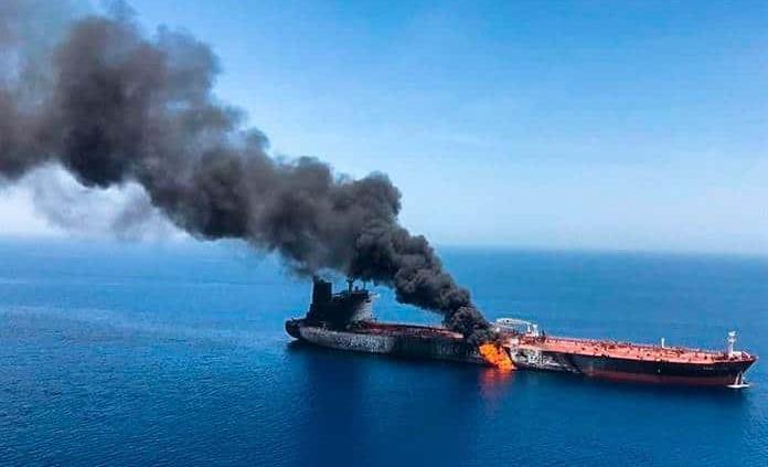 EEUU asegura que rescató a 21 marineros de uno de los dos buques atacados