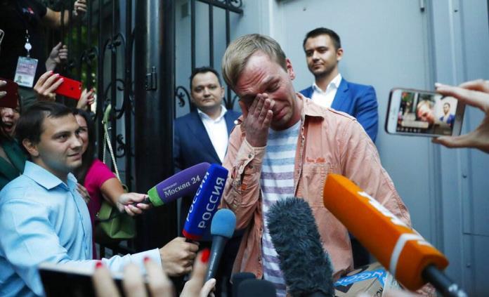 Putin despide a dos jefes policiales por arresto de periodista