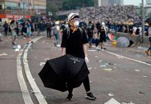 Se violenta la enorme marcha en Hong Kong