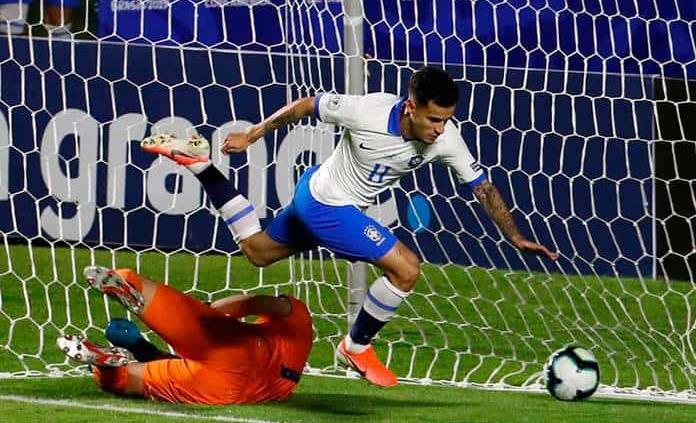 Coutinho, de penalti decretado por VAR, marca primer gol de la Copa América