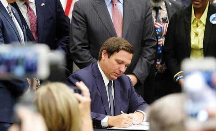 Florida aprueba una dura ley migratoria que prohíbe las ciudades santuario