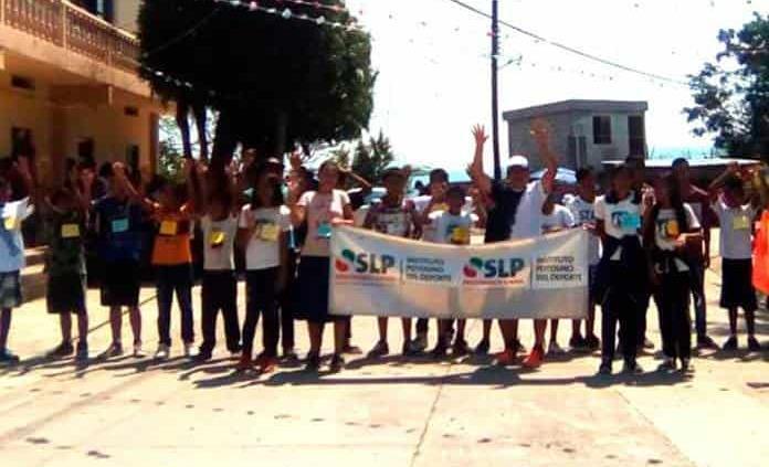 Llevan activación física a Chalcocoyo, Matlapa