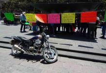 Manifestante acusa a policías municipales de presunto robo y abuso de poder