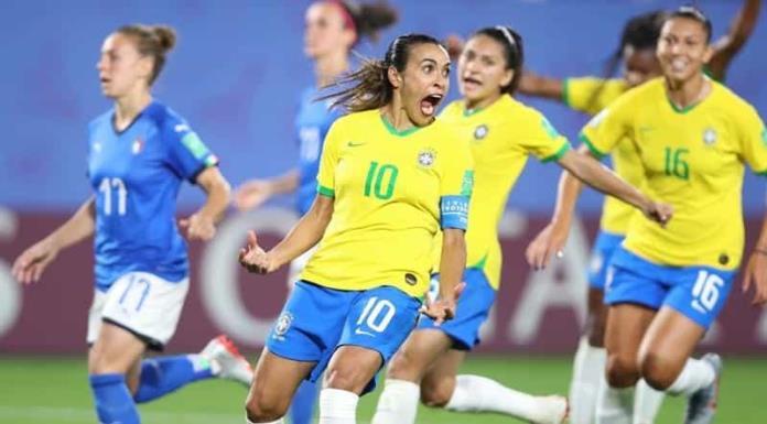Marta hace historia y se convierte en la máxima goleadora de los mundiales'>