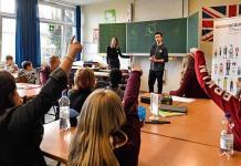 En Alemania, jóvenes enseñan a los niños cómo manejarse en la web