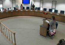 Adoradora de Satán abre reunión de gobierno local en Alaska