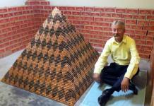Un estadounidense busca romper récord con pirámide de un millón de centavos