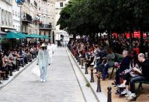 La moda masculina se adueña de las plazas parisinas con Issey Miyake y Vuitton