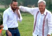 Golpea accidentalmente AMLO a presidente de El Salvador, Nayib Bukele (VIDEO)