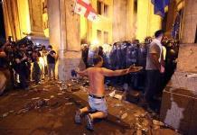 Disturbios y enfrentamientos dejan decenas de heridos en Georgia