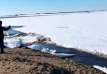 Captan en video tsunami de hielo en río de Rusia
