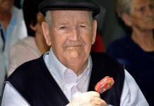 Hombre recupera el sonajero que le arrebató la guerra hace 83 años