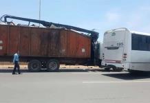 Chocan camión y tráiler en Periférico Norte